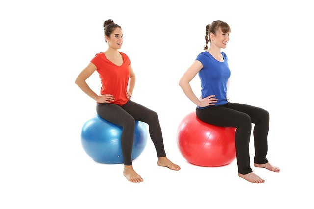 La pelota permite realizar múltiples ejercicios para embarazadas